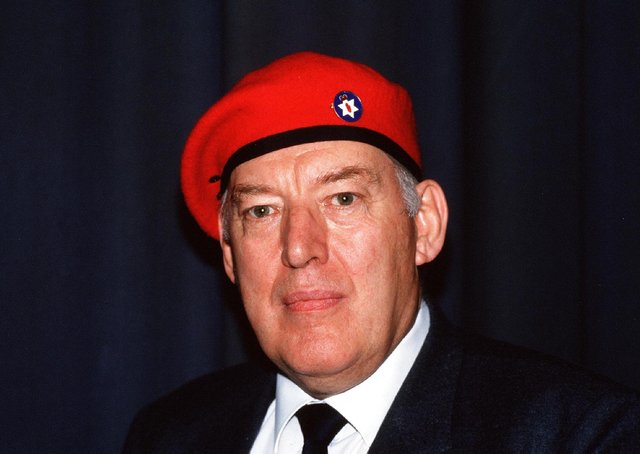 Ian Paisley in his Ulster Resistance beret, 1986