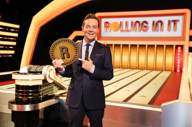 Stephen Mulhern welcomes three teams made up of the player and their celebrity partner