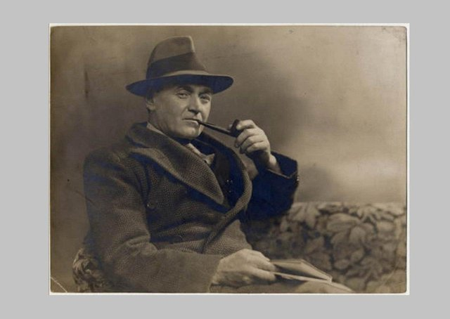 Thomas Carnduff, a Sandy Row-raised, Dublin-educated writer was an Orangeman who signed the 1912 Covenant, served in World War I and had a play staged at the Abbey in 1932