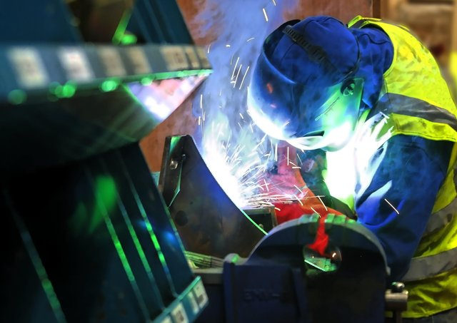Manufacturing NI's survey found that a quarter of manufacturers expect the major problems to persist