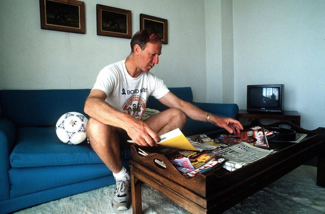 Jack as Ireland manager, looking over football magazines during the 1990 World Cup