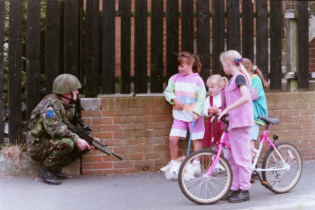 PACEMAKER PRESS BELFAST12-8-19941128/94Army foot and mobile patrol. Stock pictures with murals etc around Twinbrook and Anderstontown.