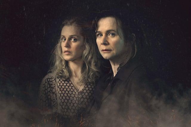 Dr Emma Robertson an Connie Mortensen