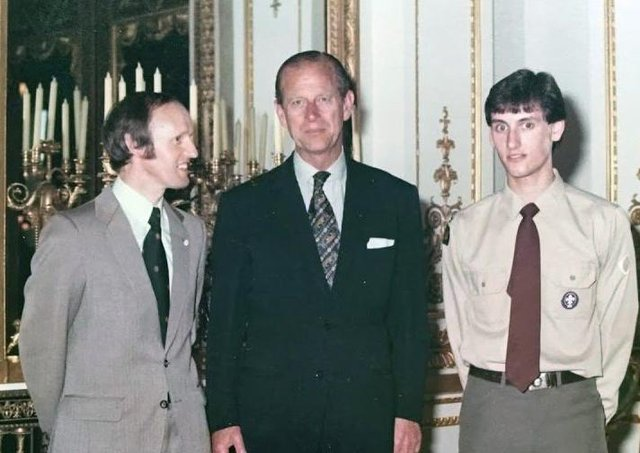 Donald and Stephen McBride, the first father and son toreceive the Gold Duke of Edinburgh Award, with Prince Philip at Buckingham Palace in 1981.