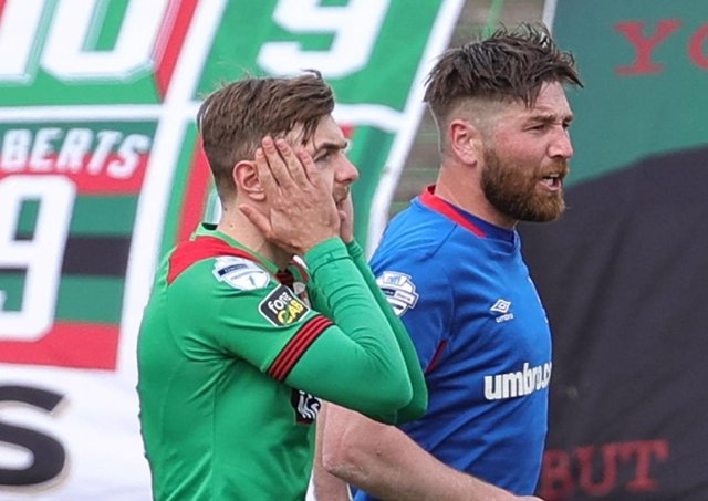 Robbie McDaid reacts to his penalty miss for Glentoran in Saturday's scoreless draw against Danske Bank Premiership league leaders Linfield. Pic by Pacemaker.