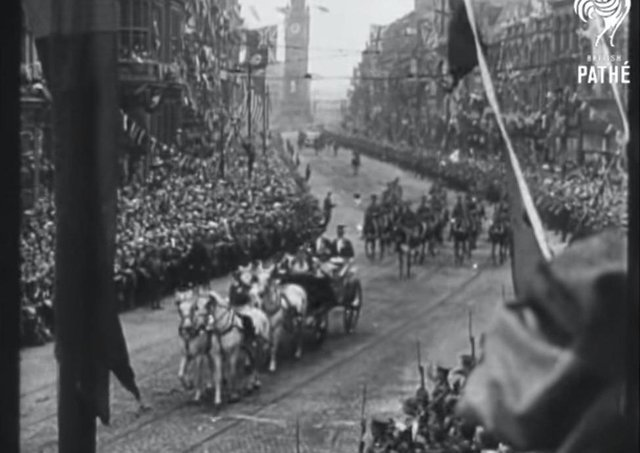 King George V's carriage makes its way through Belfast in June 1921