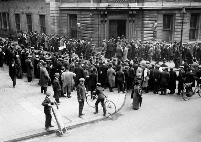 Crowds outside Bow Street court for the trial of Sir Roger Casement. Picture: PA/PA Wire