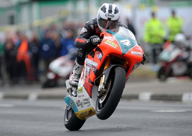 William Dunlop claimed his first North West 200 victory in the 250cc race on the PJ Flynn Honda in 2009.