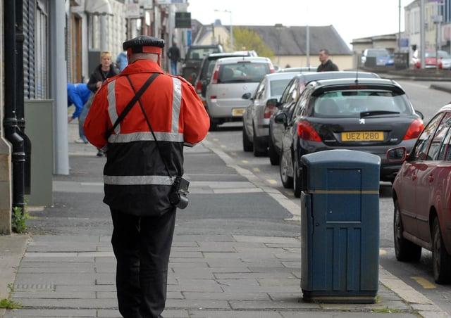 A Parking Attendant on High Street. INLM1512-113gc