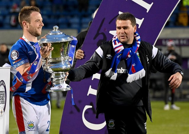 Linfield captain Jamie Mulgrew (left) and manager David Healy with the Irish Cup. Pic by PressEye Ltd.
