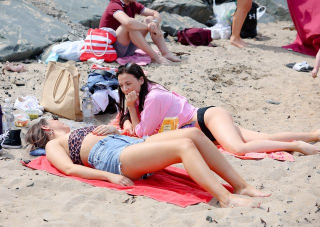Beachgoers pictured enjoying the sun at Helen's Bay on Bank Holiday Monday.Picture: Philip Magowan / PressEye
