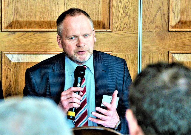 Trevor Ringland, who has long been involved in cross-community projects, will take on the title of Special Envoy to the United States on Northern Ireland