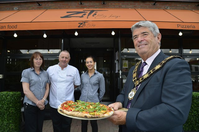 Mayor, Cllr Billy Webb is joined by Gina, Kevin and Ashlin McCourt during a visit to their newly opened restaurant, ZITI by Knags