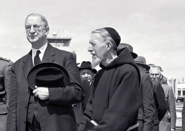 Eamon de Valera's 1949 anti-partition campaign included a sectarian slanted 'chapel gate collection'