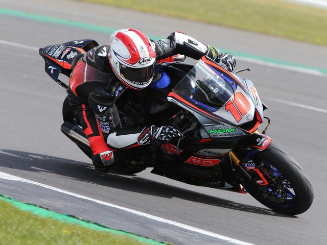 Simon Reid on the Quattro Plant Group-supported Yamaha R6 at Oulton Park. Picture: David Yeomans Photography.