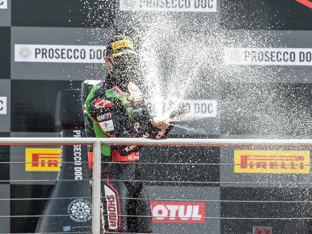 Jonathan Rea claimed his fifth win of the season at Donington Park on Sunday.