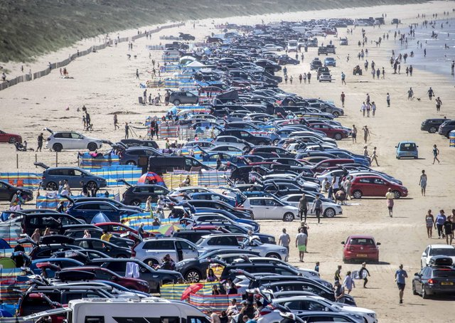 Hundreds of cars full of holidaymakers flocked to Portstewart to enjoy the sun on Friday
