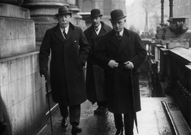 1st February 1922:  1st Viscount Craigavon (1871 - 1940), Ulster politician, Unionist MP and the first prime minister of Northern Ireland James Craig, Colonel Spencer and Captain Nixon attend a conference with Michael Collins at City Hall, Dublin.  (Photo by Walshe/Topical Press Agency/Getty Images)