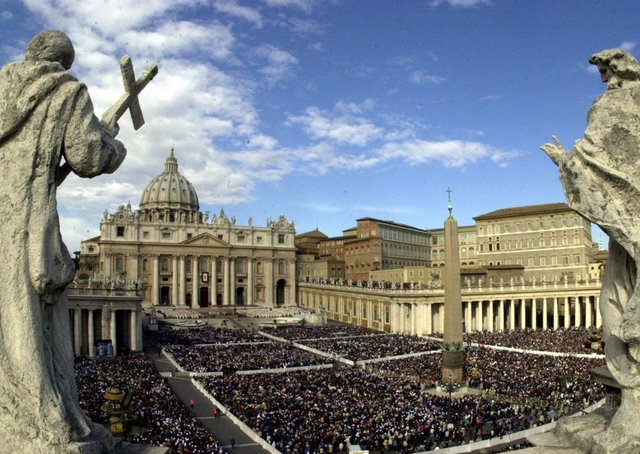 A view of St Peter's Square at the Vatican, during the Sacred Mass for the Jubilee of the Bishops on Sunday, October 8, 2000. Picture:  AP Photo/Plinio Lepri